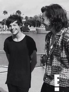 Larry Stylinson, Larry Shippers, One Direction Pictures, Direction Quotes, Harry 1d, Black And White Aesthetic, Louis And Harry, Friends Tv, Harry Edward Styles