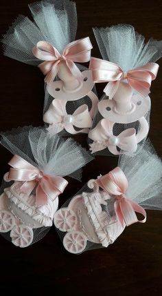 The Baby shower Distintivos Baby Shower, Fluffy Hair, Welcome Baby, Baby Decor, Baby Sewing, Soap Making, Burlap Wreath, Party Favors, Baby Gifts