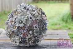 #broochbouquet #brooch  #bouquet #white #silver #pearls  #ivory #alternative #wedding #bride #gold  www.nicsbuttonbuds.com.au www.facebook.com/nicsbuttonbuds www.pinterest.com/nicsbuttonbuds www.instagram.com/nicsbuttonbuds www.twitter.com/nicsbuttonbuds