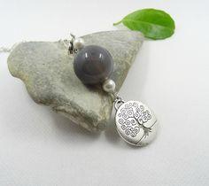 Pendentif agate, grise, naturelle, perle d'eau douce,bohème chic, argent plaqué, argent tibétain : Pendentif par lapassiondisabelle