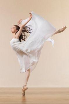Dancer*