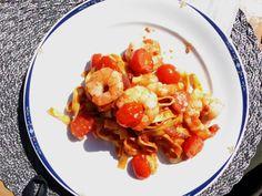 Pasta med grillet scampi og tomatsaus