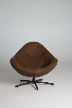 LABEL | design by Gerard van den Berg: HIDDE swivel chair in leather Waterbuffel Color Mud (new)