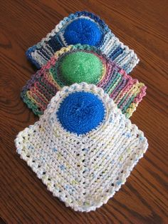 These Wonder Scrubcloths work wonders on your dishes! The cloth is crocheted with a scrubber in one corner, making scrubbing out glasses and pots a breeze!The Wonder Scrubcloths - Just added to the Shop! - Sheri Graham: Helping you live with intentio Crochet Scrubbies, Crochet Towel, Crochet Potholders, Knitted Dishcloths, Crochet Simple, Free Crochet, Confection Au Crochet, Bazaar Crafts, Crochet Kitchen