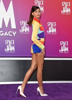 Zendaya Outfits, Zendaya Style, Space Jam Outfit, Bunny Outfit, Zendaya Coleman, Nice Tops, Pretty Outfits, Jeans, Fashion Beauty