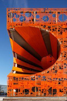 Photographie d'architecture : Lyon Confluence - Le Monolithe - Manuelle Gautrand Architecture