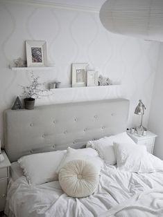 SHELVES Monochromatic Bedroom Design - Looks very calming, and stress-free 5 Calming Bedroom Design Ideas Dream Bedroom, Master Bedroom, Calm Bedroom, Bedroom Inspo, Bedroom Decor, Bedroom Ideas, Design Bedroom, Wall Design, My New Room