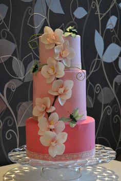 Spring or Summertime Wedding Stunning! ~ Handmade Sugar Orchids and airbrushed wedding cake ~ all edible Beautiful Wedding Cakes, Gorgeous Cakes, Pretty Cakes, Amazing Cakes, Orchid Wedding Cake, Orchid Cake, Bolo Fake Eva, Airbrush Cake, Cupcakes