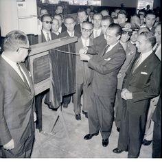 Presidente Juscelino Kubitschek em inauguração de fábrica da General Motors.