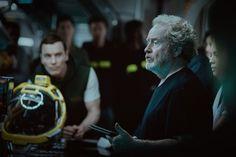 ATUALIZADO em 15/06/2016 com nova foto de bastidores destacando o diretor Ridley Scott e, ao fundo, Michael Fassbender com um estilo de cabelo diferente do que vimos em Prometheus – o que ind…