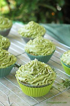 delicious matcha cupcakes with green tea cream cheese frosting by ilonaspassioncom ilonaspassion