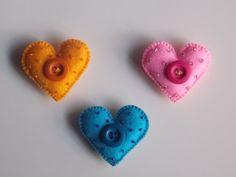 Calamita in feltro a forma di cuore decorata di FestivitiesFactory
