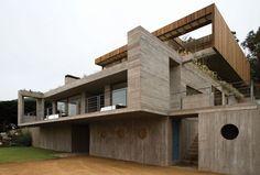 Casa El Pangue by Elton+Léniz Architects in Chile | Yatzer Essa casinha é tão o meu número!!