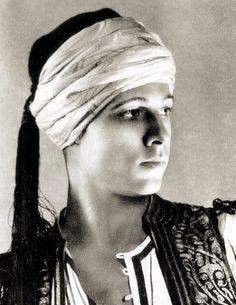 "pale-hands-i-love: "" 'The Sheik' 1921 "" Silent Screen Stars, Silent Film Stars, Movie Stars, Vintage Hollywood, Hollywood Glamour, Classic Hollywood, Rudolph Valentino, Rudolf Nureyev, Historia"