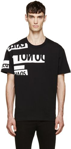 Short-sleeve t-shirt in black. Ribbed crew-neck collar. Printed lettering at front and at sleeve in white. Tonal stitching.