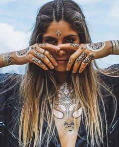 Son dönemin en büyük modası altın dövmeler, fotograflarda göründüğünden de güzel:) Ayrıca indirimcekim.com fırsatlari ile Modagram 'da cok ucuza! #tattoos