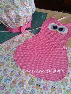 Avental infantil em tecido 100% algodão e aplicação em patchwork. <br>01 chapéu chef de cozinha infantil. <br>As cores podem variar conforme a disponibilidade dos tecidos.