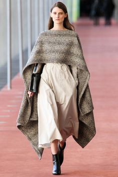 Lemaire - Fall 2015 Ready-to-Wear - Look 4 of 36?url=http://www.style.com/slideshows/fashion-shows/fall-2015-ready-to-wear/christophe-lemaire/collection/4