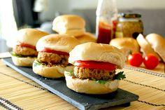 Croquettes de saumon asiatiques Sauce Hoisin, Rutabaga, Les Croquettes, Grubs, Salmon Burgers, Hamburger, Chicken, Ethnic Recipes, Julie
