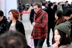 The Fashion item which Fashion people wear FW Seoul Fashion week Seoul Fashion, Couple Photos, Street, Couples, People, How To Wear, Couple Shots, Couple Photography, Couple