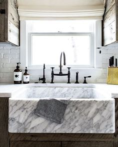 Marble counters. Cool. Marble sink? Even FREAKING better. Loved the streamlined rustic style of @jennikayne's Lake Tahoe home in @dominomag. :@laurejoliet