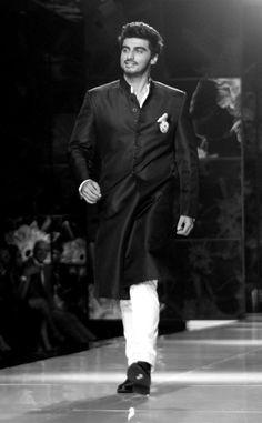Arjun Kapoor Bollywood Stars, Bollywood Fashion, Arjun Kapoor, Celebs, Celebrities, My Crush, Celebrity Crush, Pretty People, Superman