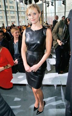 Reese Witherspoon gorgeous in a sexy little black leather dress Reese Witherspoon, Grey Fashion, Leather Fashion, Womens Fashion, Gothic Fashion, Sexy Outfits, Black Leather Dresses, Leather Skirts, Leder Outfits
