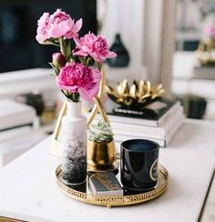 How to style a Coffee Table, Coffee Table Books, Styling Tipps Couchtisch, Inter… - Diy Dekoration Coffee Table Styling, Decorating Coffee Tables, Coffee Table Books, How To Style Coffee Table, How To Decorate Coffee Table, Cheap Home Decor, Diy Home Decor, Art Decor, Book And Coffee