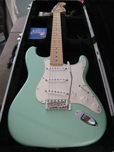 American Special, surf green American Special Stratocaster, Fender American Special, Fender Stratocaster, Fender Guitars, Fender Electric Guitar, Body Shapes, Surf, Music Instruments, God