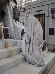 powerful - spooky Picture Taken in Recoleta Cemetery Argentina Cemetery Monuments, Cemetery Statues, Cemetery Headstones, Old Cemeteries, Cemetery Art, Graveyards, Recoleta Cemetery, La Danse Macabre, Cemetery Angels