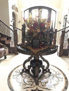 Tuscan design – Mediterranean Home Decor Foyer Decorating, Tuscan Decorating, Interior Decorating, Interior Design, Casa Magnolia, Tuscany Decor, World Decor, Spanish Style Homes, Tuscan Design