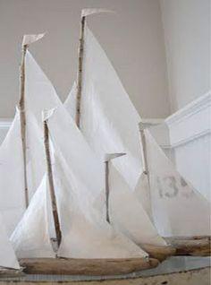 A l'abordage !!!! Très jolis bateaux à bricoler avec du bois flotté. Tuto ici : http://creatingalifenow.blogspot.fr/2013/07/driftwood-sailboats-tutorial.html: