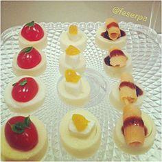Véspera de feriado!!! Vai receber visitas??? @Regrann from @feserpa - O seu aperitivo também pode ser saudável! . Que tal CANAPÉS de palmito pupunha?! . A base é feita do palmito cortado em espessura de um dedo e por cima você pode colocar: 1-) tomate cereja  folhas de manjericão; 2-) mozzarella de bufala com damasco; 3-) carpaccio de salmão com creme balsâmico; 4-) pasta de azeitonas com nozes etc... . Você também pode substituir a base de palmito por abobrinha em rodelas!!! Fica a dica…