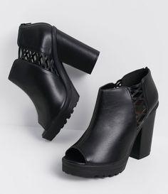 Peep Toe feminino  Com sola tratorada  Lace Up lateral   Super alto  Material: sintético  Marca: Satinato     COLEÇÃO INVERNO 2016     Veja outras opções de    peep toes femininos.          Sobre a marca Satinato     A Satinato possui uma coleção de sapatos, bolsas e acessórios cheios de tendências de moda. 90% dos seus produtos são em couro. A principal característica dos Sapatos Santinato são o conforto, moda e qualidade! Com diferentes opções e estilos de sapatos, bolsas e acessórios. A…