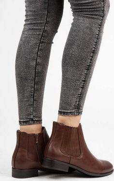$Podzimní hnědé kotníkové boty s elastickými vsadkami