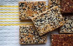It takes just 3 basic components to make awesome (and delicious!) preservative-free energy bars at home. These homemade energy bars rival any packaged bars Healthy Snacks, Healthy Eating, Healthy Recipes, Protein Snacks, Healthy Breakfasts, Healthy Habits, Healthy Bars, Snack Recipes, Protein Bars