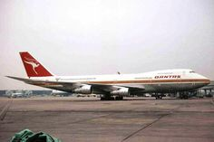 The old Qantas' livery seen on a Boeing 747-200 in 1982 - Photo: Ken Fielding