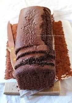 Una torta al cioccolato buona e light? Eccola! Plumcake al cacao extra light senza grassi e senza uova, un dolce leggero e goloso perfetto a colazione o a merenda. Tutto il gusto del cioccolato con pochissime calorie.