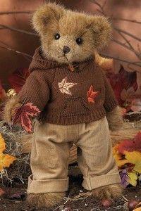 Alex Autumn from Bearington Bears has been raking leaves. Teddy Bear Hug, Cute Teddy Bears, Bear Hugs, 3 Bears, Boyds Bears, Love Bear, Bear Doll, Build A Bear, Cuddling