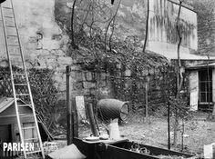 9-11 rue d'Arras. Vestige du mur d'enceinte de Philippe Auguste. Paris (Vème arr.). Plaque de verre. Photographie de Charles Lansiaux (1855-1939), 11 mai 1917. Département Histoire de l'Architecture et Archéologie de Paris.