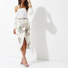 Woven fabric Floral print Wrap style Midi length Our model wears a UK 8 and is 175cm/5'9'' tall