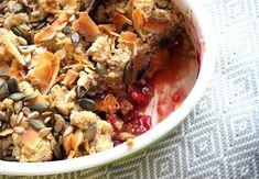 Crumble cu piersici și prune (fără zahăr)- desert de toamnă Acai Bowl, Oatmeal, Breakfast, Food, Acai Berry Bowl, The Oatmeal, Morning Coffee, Rolled Oats, Essen