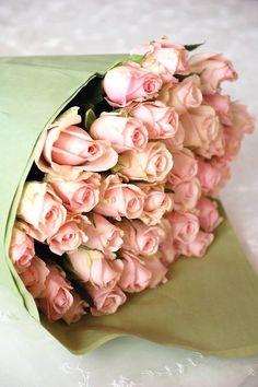 Huge bouquet of pink roses Love Rose, My Flower, Pretty Flowers, Fresh Flowers, Pink Roses, Pink Flowers, Flower Colors, Colours, Color Rosa