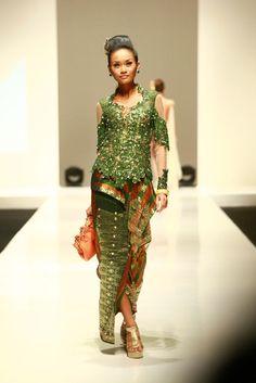 Modern Kebaya 2012 by  Indonesian fashion designers Djoko Sasongko