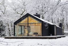 Insert us here. Oisterwijk, The Netherlands Bedaux de Brouwer Architecten + Inte… Insert us here. Oisterwijk, The Netherlands Bedaux de Brouwer Architecten + Interior Design by Photo by Isidoor van Esch and Rein Janssen Cabins In The Woods, Black House, Exterior Design, Black Exterior, Cafe Exterior, French Exterior, Tiny House Exterior, Exterior Signage, Modern Architecture