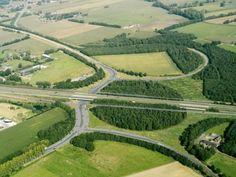Asten - A67 Eindhoven naar links / Venlo naar rechts, naar links omhoog is Helmond. De krul de bosjes in is Ommel. Links onder is Asten en rechts onder de weg naar Meijel (Limburg ).