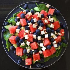 Spinat blåbær vandmelon salat Raw Food Recipes, Vegetarian Recipes, Healthy Recipes, Good Food, Yummy Food, Food Goals, Greens Recipe, Food For Thought, I Foods