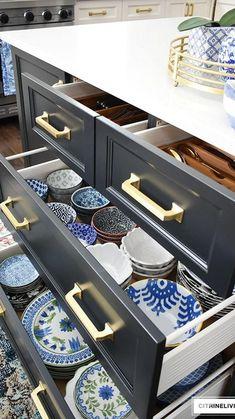 Diy Kitchen Cupboards, Diy Kitchen Storage, Smart Kitchen, Organized Kitchen, Organized Dorm, Kitchen Island Storage, Kitchen Cabinet Drawers, Narrow Kitchen, Kitchen Pantry