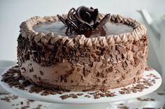Kulinarne pyszności Molki: Pyszny tort czekoladowy z kremem śmietanowo- serowym.