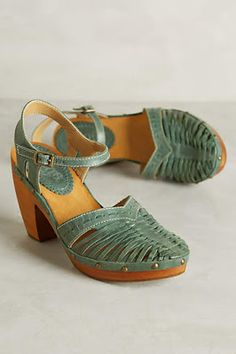 Am loving the vintage style shoe range from Anthropologie.  These would look cute with a summer dress/skirt or capri pants.
